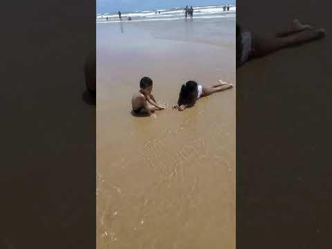Júlia, Júlio e Maria em praia de atalaia Aracaju Sergipe