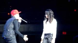 """Overboard"" performed live by Justin Bieber and surprise guest Jasmine Villegas in Honolulu, Hawaii"