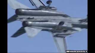 1999年9月25日厚木基地で行われた空母キティホーク (CV-63)の搭載部隊VF...