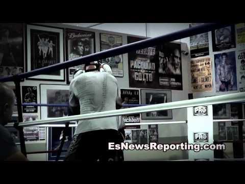 Boxer (white shirt) vs MMA Fighter (gray shirt) Sparring - esnews