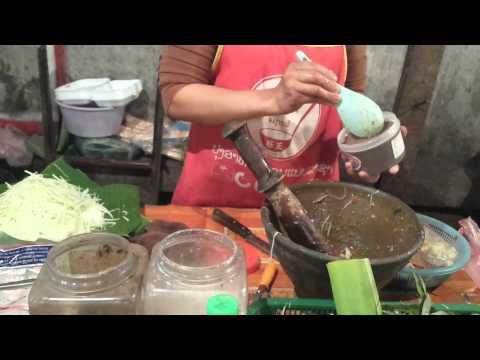 Luang Prabang street food Som Tum