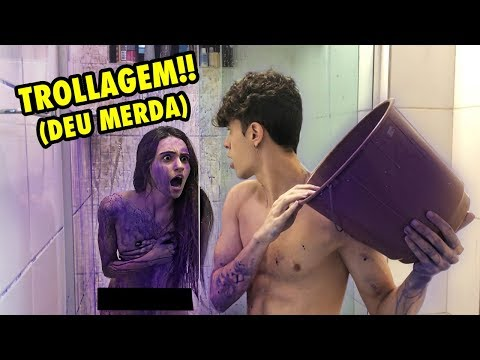 TROLLEI MINHA IRMÃ JOGANDO BALDE DE TINTA QUE NÃO SAI NO BANHO!! (TROLLAGEM)