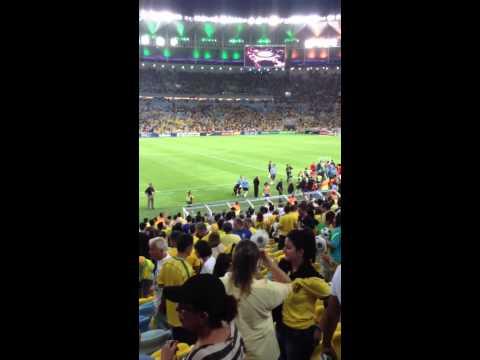 David Luiz dando a camisa pra Luiza!