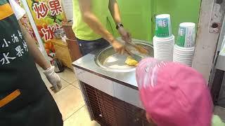 Так в Китае делают мороженное из фруктов, называется это жаренный лед!!! :)