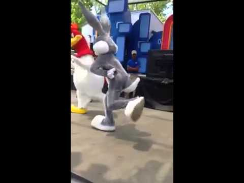 Bugs Bunny Kills murders the whip
