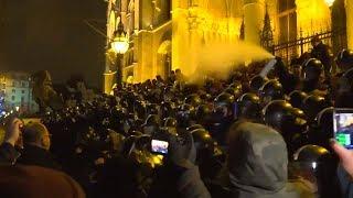 ÓRBAN MUSS WEG: Tausende protestieren gegen Ungarns Regierungschef