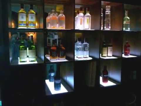 Iluminacion de estanterias bar pub discoteca proyectos de - Estanterias para bares ...