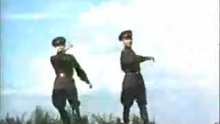 ソ連兵による革命的コサックダンス thumbnail