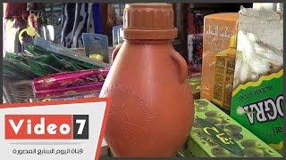 """بالفيديو.. زجاجات """"ماء زمزم"""" بـ 15جنيها بوسط البلد..وبائعة: للتبرك والشفاء"""