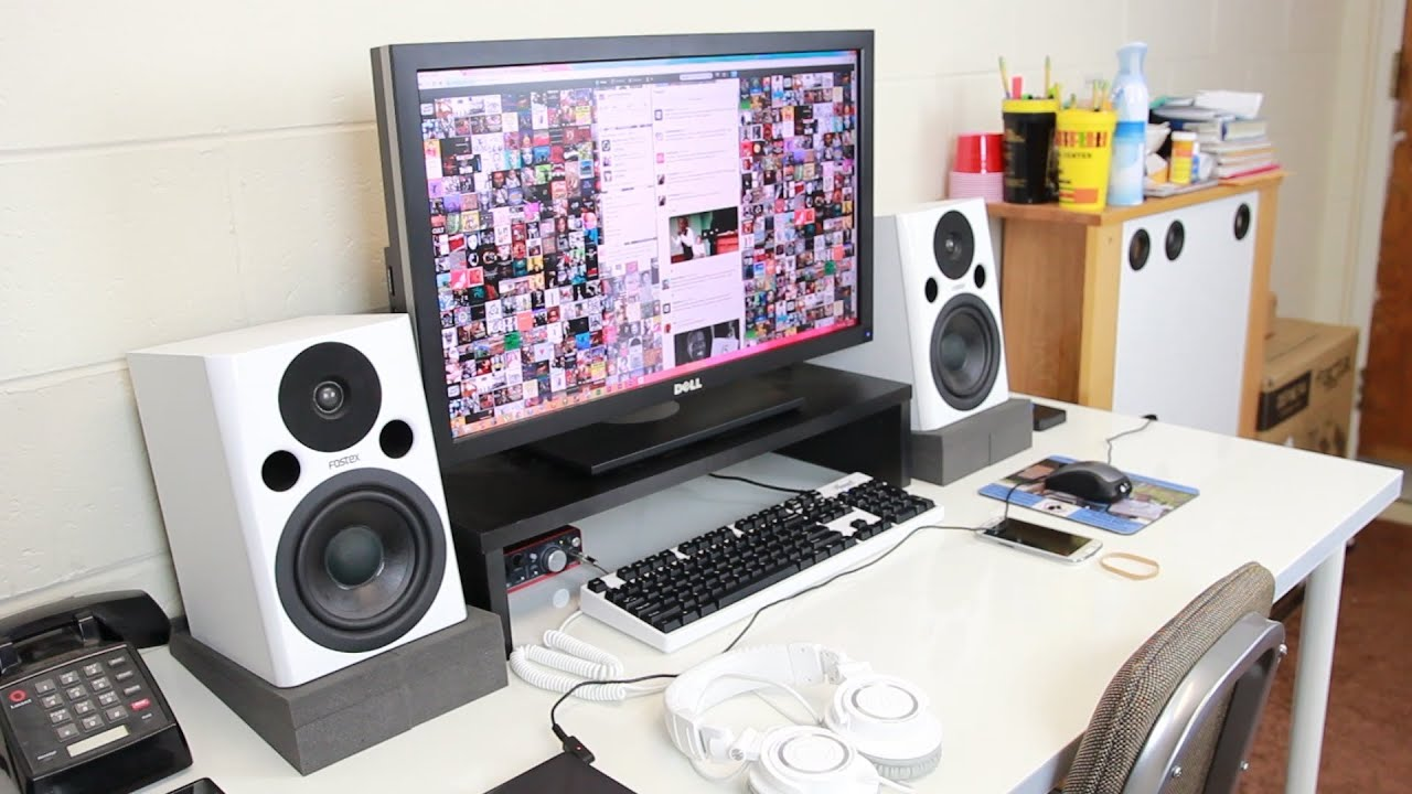 Dorm room tour tech setup 2014 youtube for Best living room setup