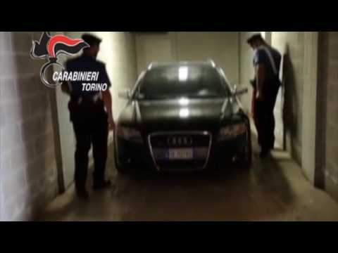 Rapinavano bancomat travestiti da Trump: due fratelli sinti arrestati dai carabinieri
