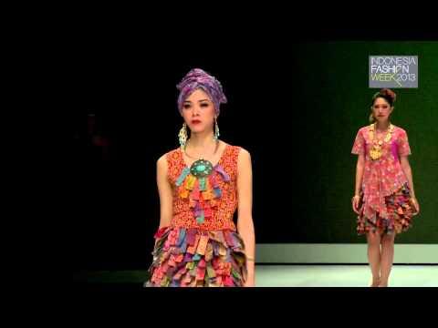 Indonesia Fashion Week 2013 - Fashion Parade Stylopedia (Priscillia Saputro - Batik Nyonya Indo)