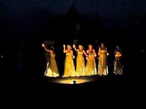 индийский танец со свечами