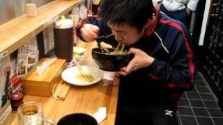 1分4秒 藤田貴久 (筑波大学 卓球部) 早食い メガ盛り 1キロカレー(...