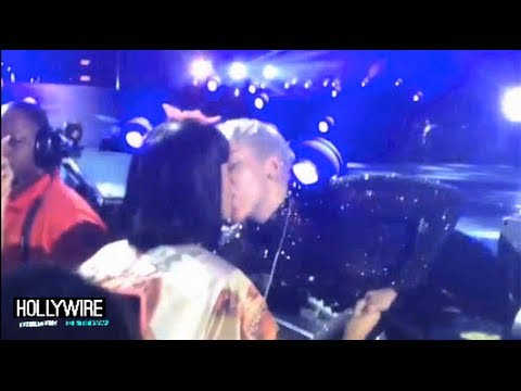 Miley Cyrus Kisses Katy Perry At Concert! (VIDEO)