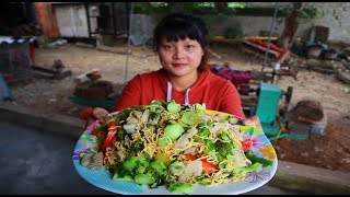 Cooking skills | Fried noodles with beef and vegetables | survival skills. HT
