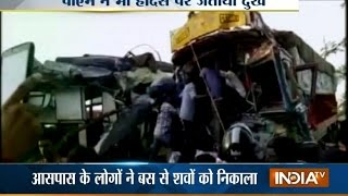 22 dies after bus collides with a truck at Khandwa in MP | India Tv