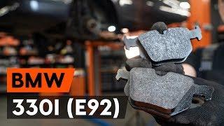 Kuinka vaihtaa takajarrupalat BMW 330i 3 (E92) -merkkiseen autoon [AUTODOC -OHJEVIDEO]