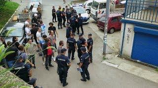 Privedeno 16 aktivista zbog pokušaja da spreče iseljenje izbeglica iz SFRJ thumbnail