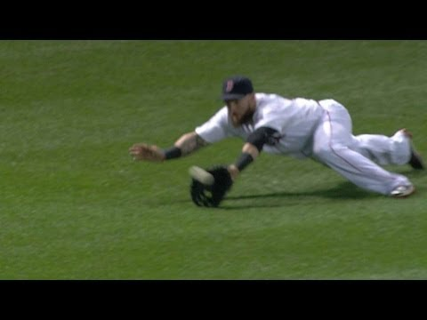 SEA@BOS: Gomes makes catch, tags second himself