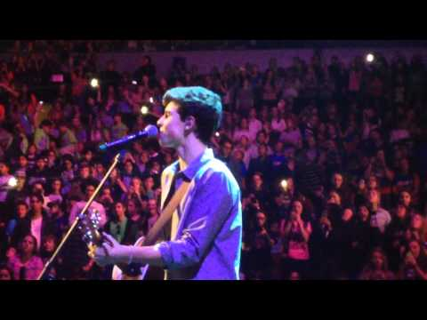 Shawn Mendes- The Weight/ Say Something *LIVE* WE DAY