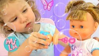 Кукла дует Мыльные Пузыри  Doll Blowing Soap Bubbles