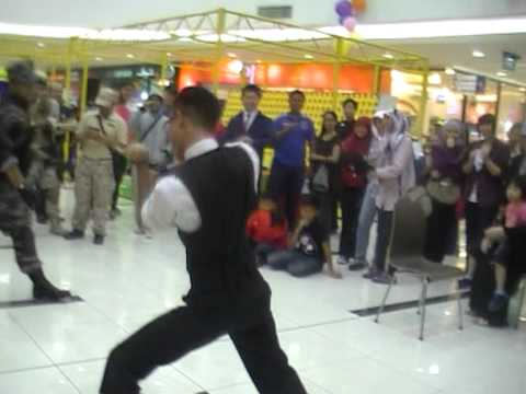 The Epic Battle Dancing of Brunei Cosplayer @ Time square