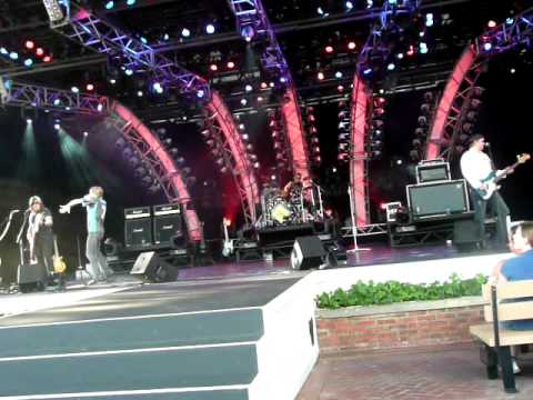 Raise Your Hands Live from Epcot 2009 - Slippery When Wet