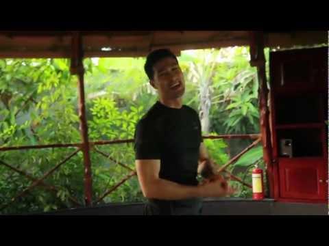 Johnny Trí Nguyễn dẫn các bạn đi tham quan Liên Phong