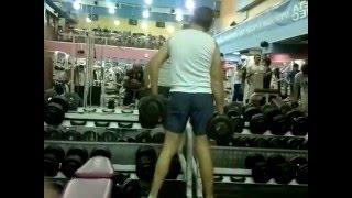 Кадр в тренажерке - the clown in the gym