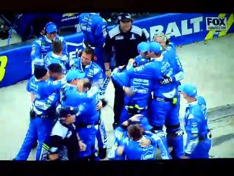 2017 Food City 500 - Jimmie Johnson Wins