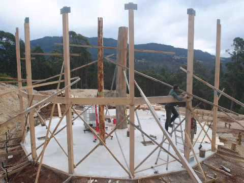Round house cordwood build time lapse youtube for Time to build a house