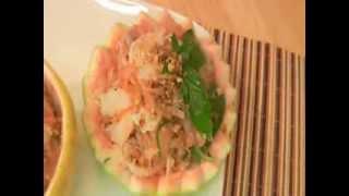 Making Pomelo/grapefruit Salad:cambodian Nyorm Kroit Tlong