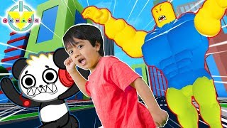 RYAN ESCAPES GIANT IN ROBLOX! Roblox Let's Play with Combo Panda