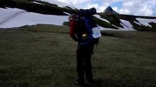 Как одевать рюкзак в походе? Не повторяйте этого!!!(Краткое руководство как НЕ правильно одевать рюкзак в походе. Не повторяйте этого в реальной жизни. Это..., 2015-08-30T21:43:55.000Z)