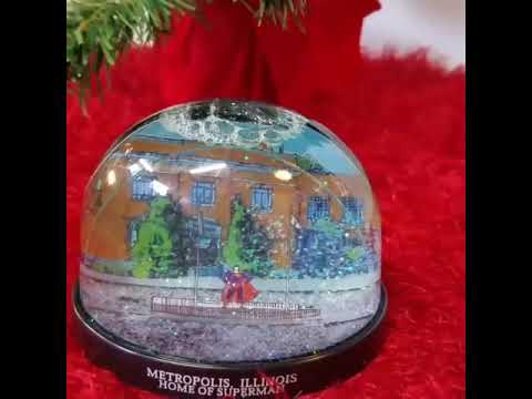 Metropolis Illinois Superman Statue Snow Globe