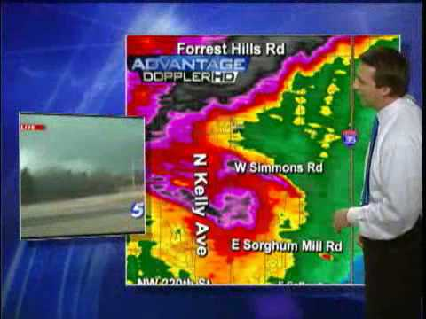 Tornado Forms Live On-Air Near Edmond Middle School