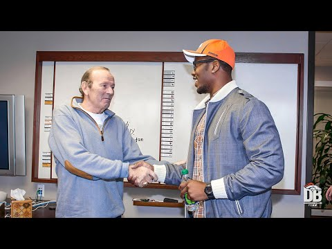 Von Miller Recalls Relationship With Owner Pat Bowlen: 'It Meant The World To Me'