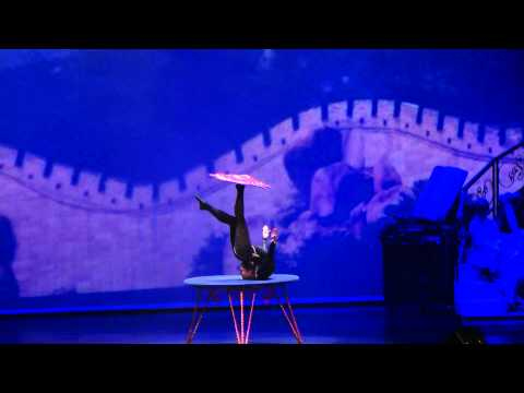 Incredible Body Artistic Show Schlangenfrau