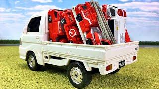はたらくくるま 車のおもちゃ ミニカー トミカの消防車がトラックに乗って緊急出動! サイレンを鳴らしながら砂のパズルを作るよ 眠たくなる動画 Fire truck toy