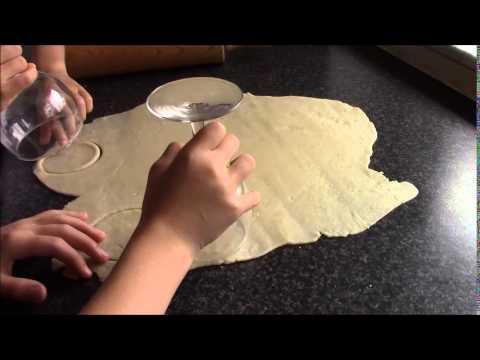 Camilla og Amanda laver risole