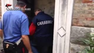 Tre chili di droga nascosti in una cappella del cimitero, due arresti
