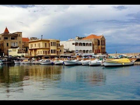 Travel Vlog - explore the city of Tyre / Sour and travel through South Lebanon.