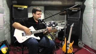 Урок гитары N1. Как играть на гитаре? Как держать гитару?