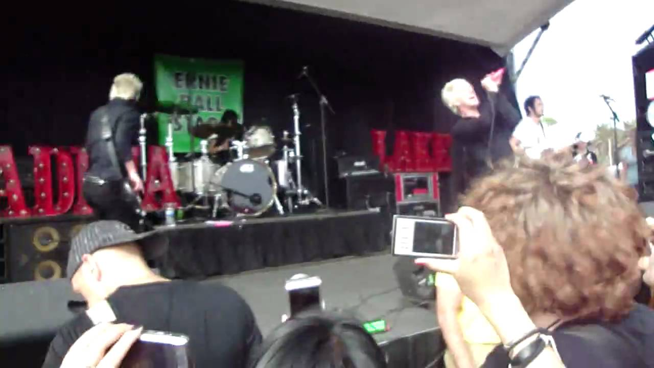 madina lake warped tour 2009 - YouTube