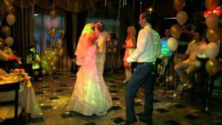 Весёлые танцы жениха и невесты-