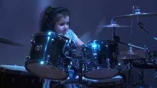 Eduarda Henklein (5 old years) COVER- Van Halen / Jump (com solo no final)