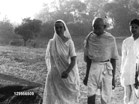 Gandhi walking with wife and others Mahatma Gandhi walks with his wife Kasturba Gandhi and others