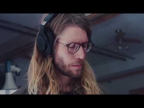 "La Dispute - ""VIEW FROM OUR BEDROOM WINDOW"" (Studio Session)"