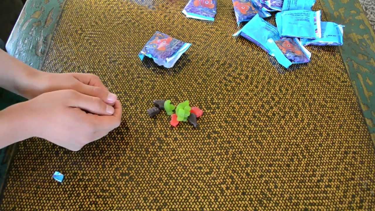 Finding Nemo / My Little Pony Fruit Snacks Comparison - YouTube